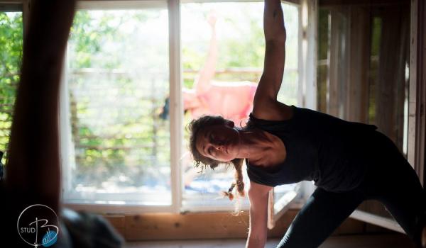 Going. | Rozciąganie i wzmacnianie. Zajęcia w programie Zoom - Online | Alicja Miszczor. Improwizacja tańca i praca z ciałem