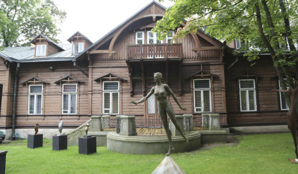 Going. | Muzeum Rzeźby Alfonsa Karnego - Muzeum Rzeźby Alfonsa Karnego - Oddział Muzeum Podlaskiego