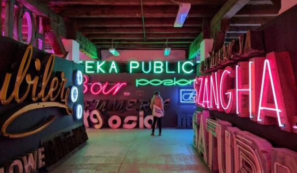 Going.   Neon Museum - Neon Muzeum