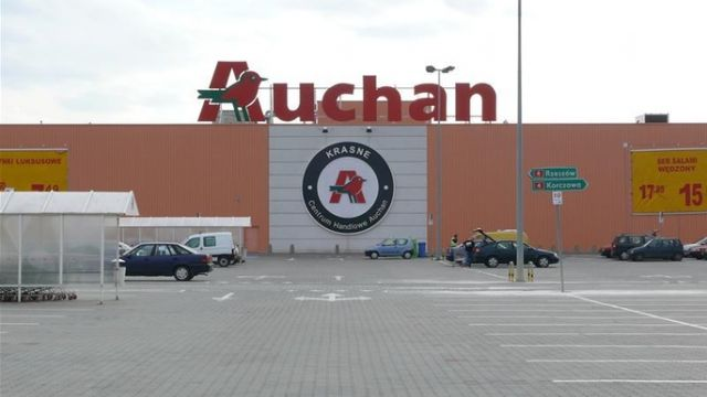 Parking przy Auchan Krasne
