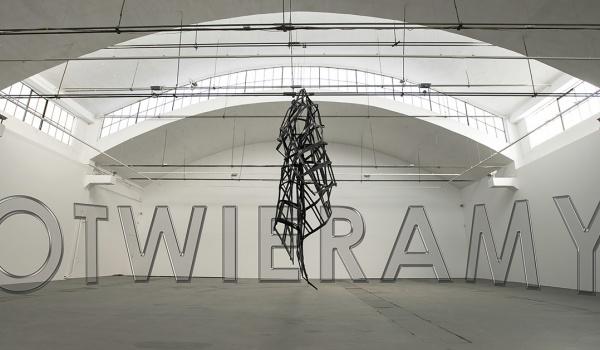 Going.   Wystawa Moniki Sosnowskiej - Fasada - Galeria Labirynt Lublin