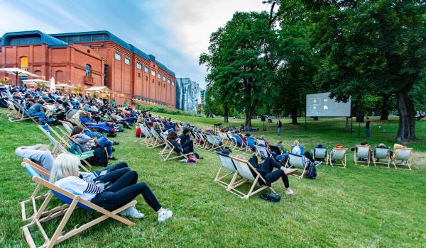 Going. | Lato w parku: kino plenerowe - Stary Browar