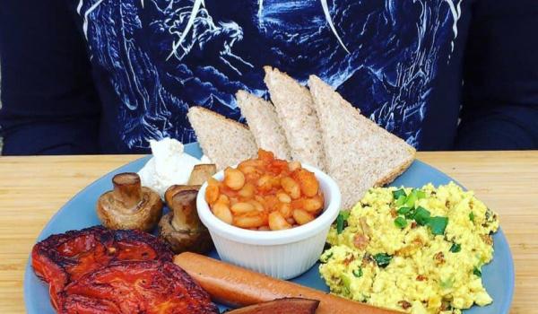 Going.   Roślinne śniadanie nad Wisłą // English Vegan Breakfast - Fala - Pawilon nad Wisłą