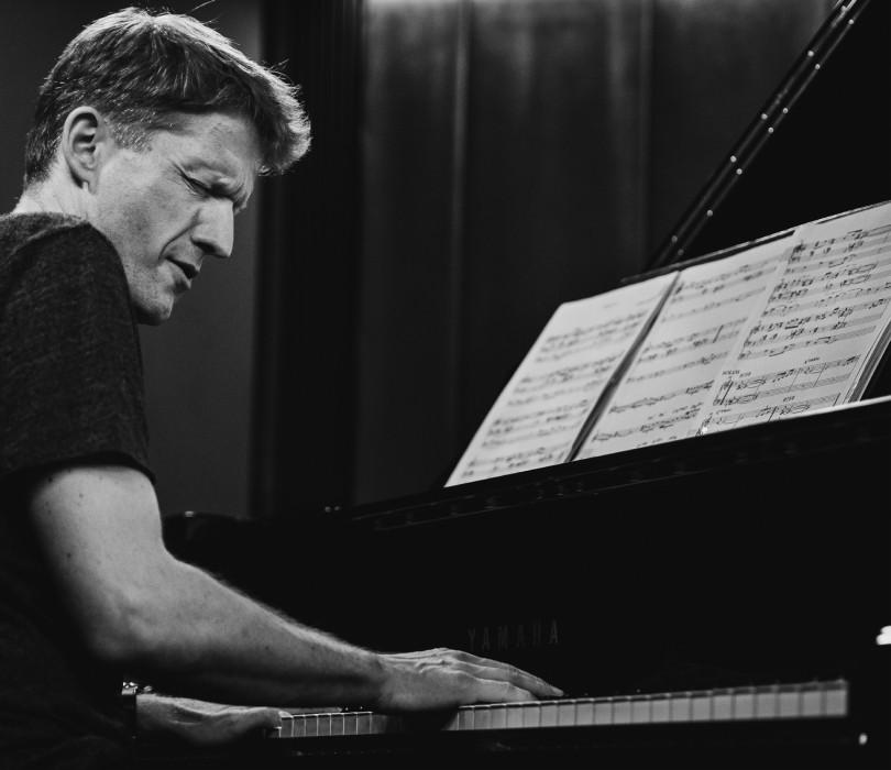 #jazzevening: Piotr Wyleżoł Trio